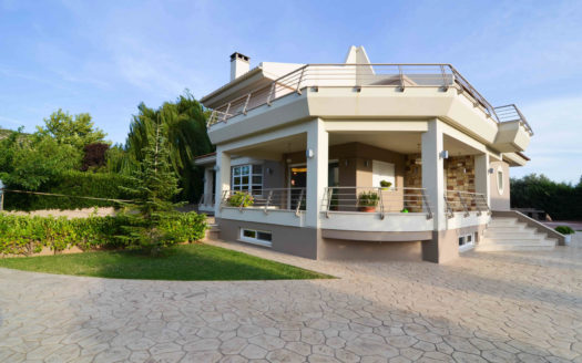 375sm Lovely Home with Garden in Chalkida - 21094